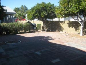 house_backyard2
